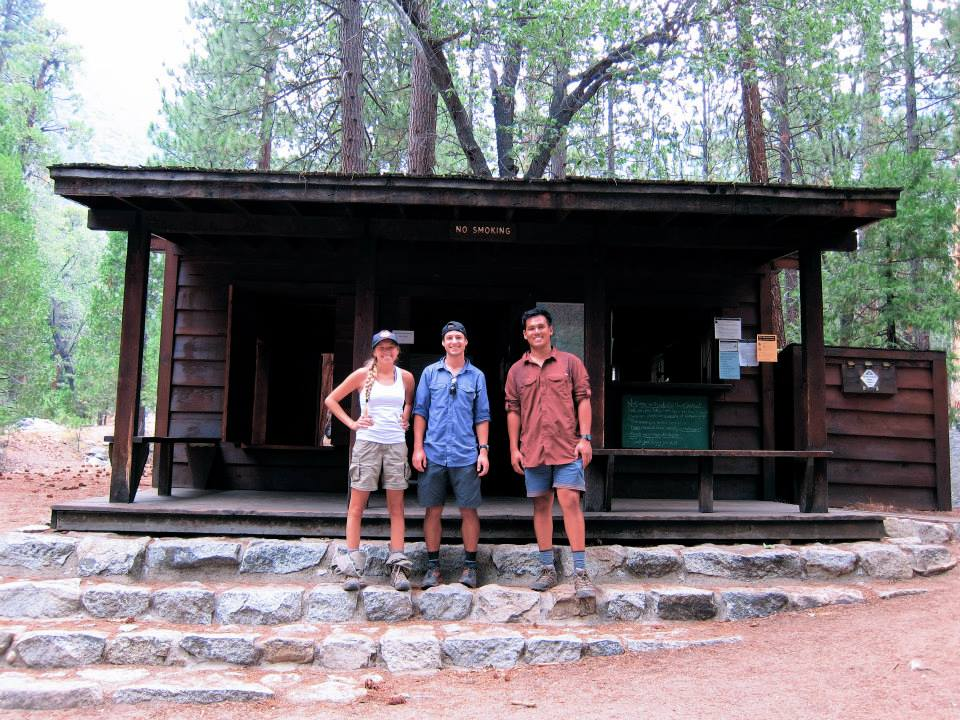 Girl and two guys after finishing the Rae Lakes Loop trail in front of the Ranger station