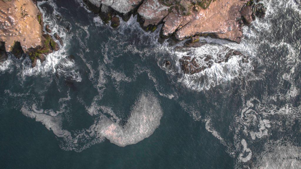 Waves crashing into the la jolla shores beaches