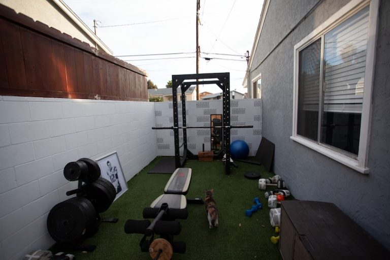 HOW TO BUILD A HOME GYM ON A BUDGET (THE CAVEMAN WAY)