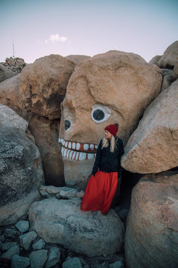Girl agains the skull rock in Boulder Park