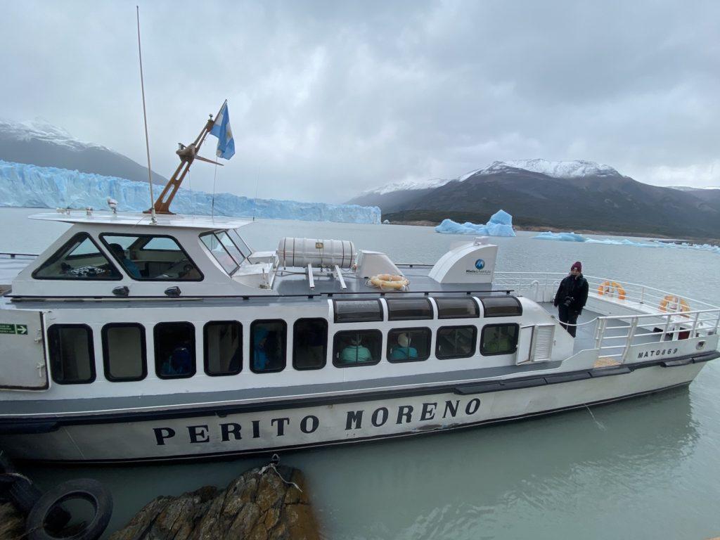 Boat that takes you from land to the Perito Moreno Glacier